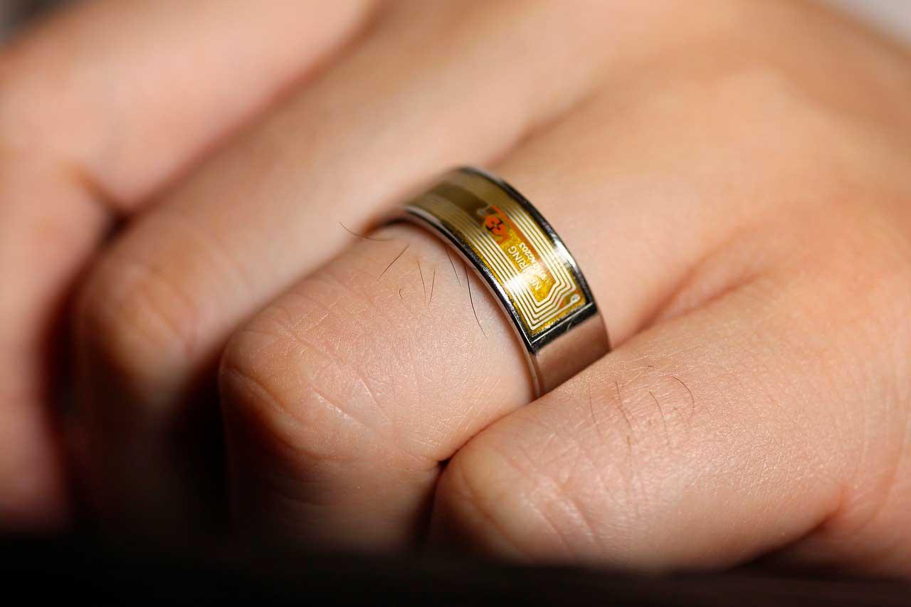 Alergia a aliança | Reação alérgica à platina no dedo anelar