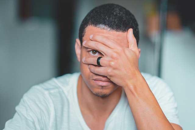 Alergia Lente de Contato | Sintomas, Sensibilidade e Infecções