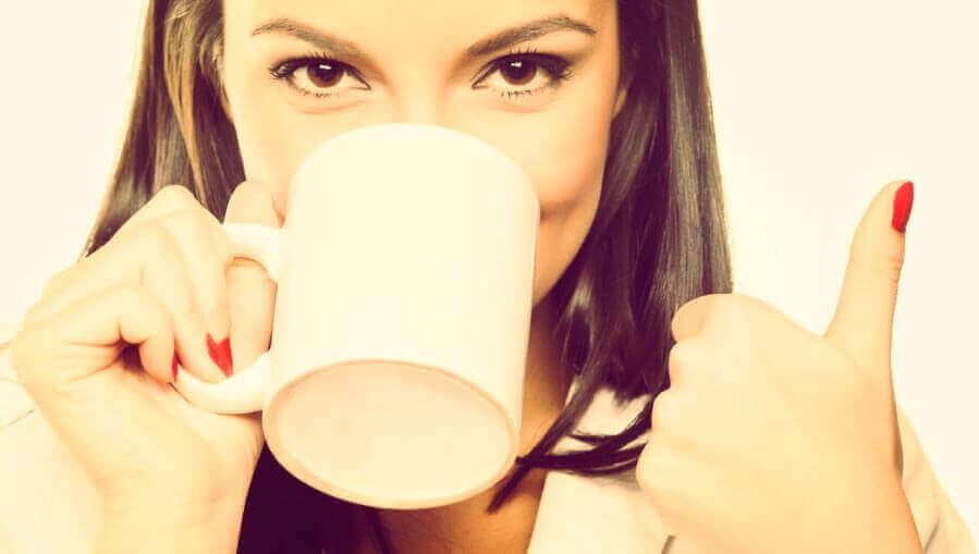 Beber até 5 xícaras de café por dia reduz infarto