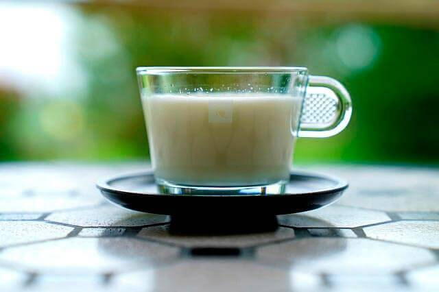 É bom Beber Leite Morno?
