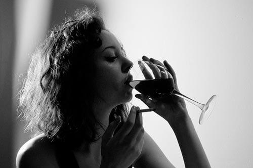 7 benefícios de beber vinho apoiado pela ciência