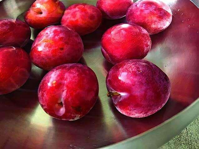 5 benefícios de saúde ao comer ameixas
