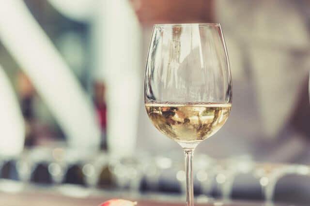 Benefícios do Vinho Branco para Saúde