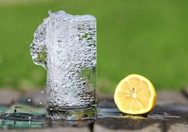 Benefícios do Suco de Limão pela Manhã