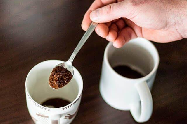 Café como um gati;ho para dor de cabeça