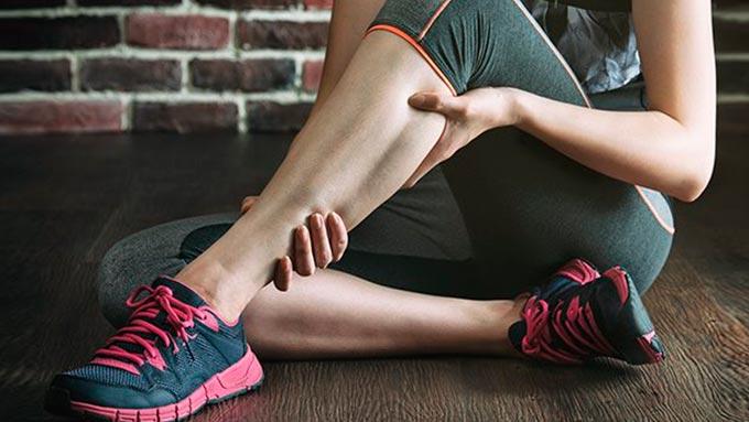 Cãimbra pode causar sensacão de dores na parte de trás do joelho