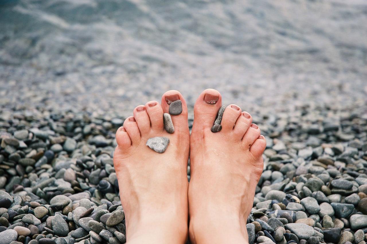 Causas comuns de dor na articulação no dedão do pé