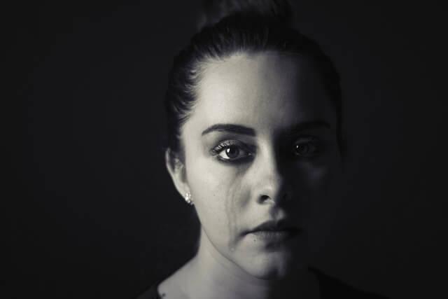 Quais são as causas da tristeza?