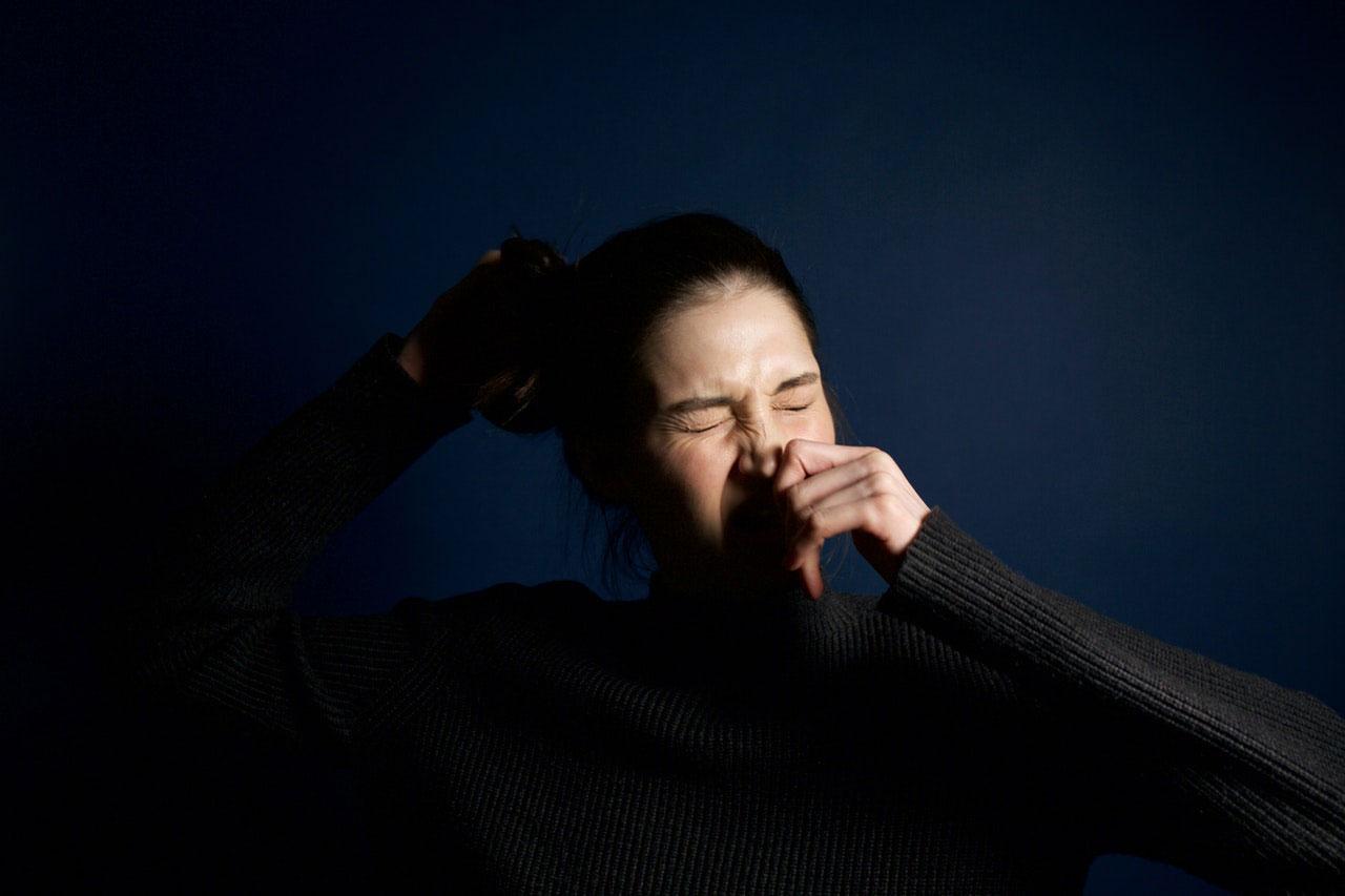 Causas e gatilhos comuns de espirro