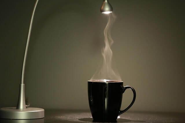 Chá preto: benefícios e riscos para a saúde