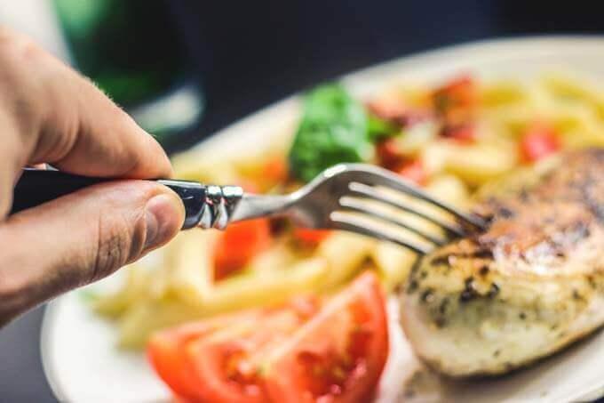 5 coisas que não podem faltar na sua dieta para se livrar de dores nas costas