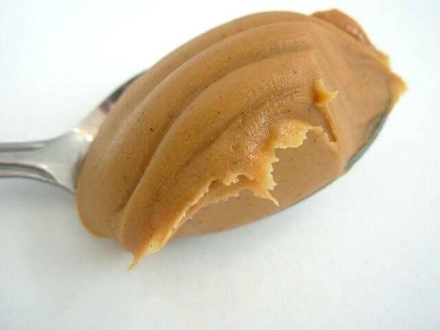 Comer amendoim causa acne na pele?