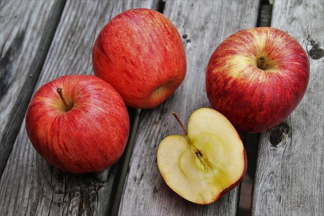 Comer maçã