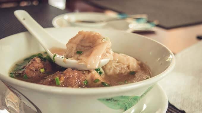 Como beber a sopa de galinha pode proteger de gripes e resfriados