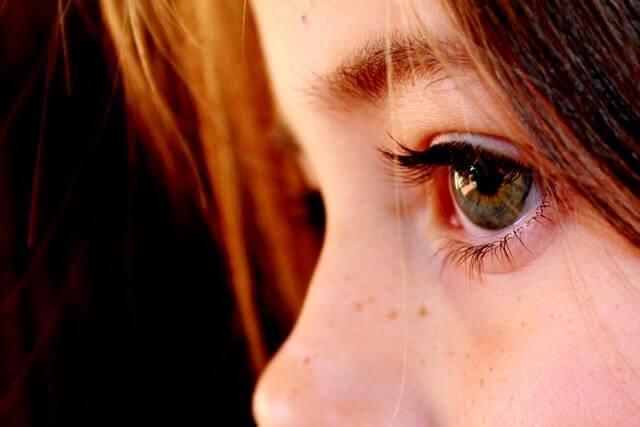 Como parar um espasmo ocular