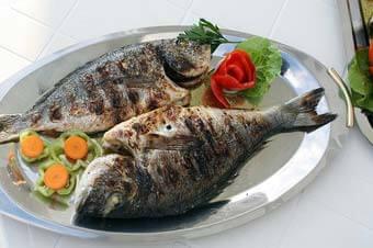 Como Tirar a Espinha de Peixe Presa na Garganta