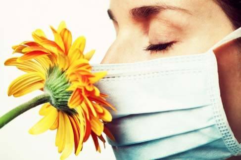 Como uma reação alérgica causa sintomas de asma?