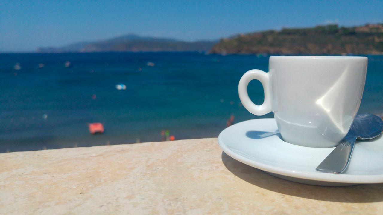 Consumir cafeína durante o verão? A resposta vai surpreender