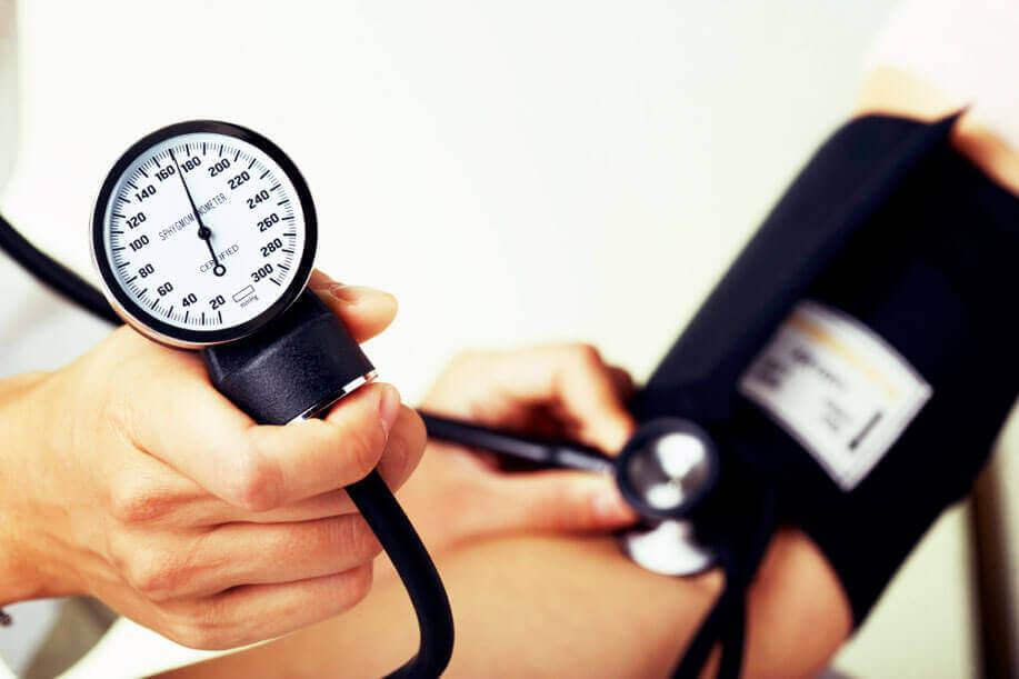 Diferença entre as leituras de pressão arterial entre os braços