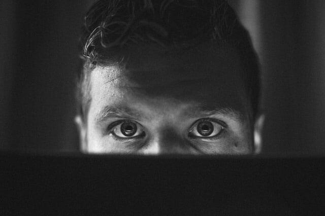 Dor atrás dos olhos: Causas e remédios caseiros