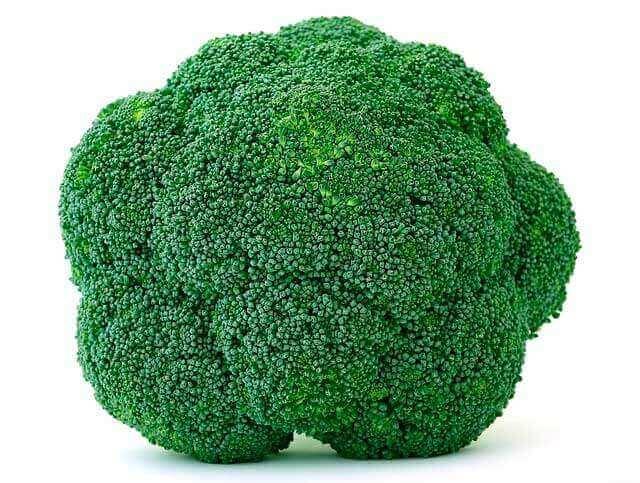 Dor e cãibras no estômago depois de comer brócolis