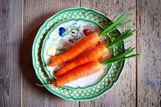 Dor no estômago depois de comer cenouras cruas