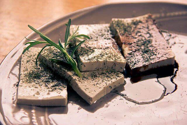 Dor no estômago depois de comer tofu e soja