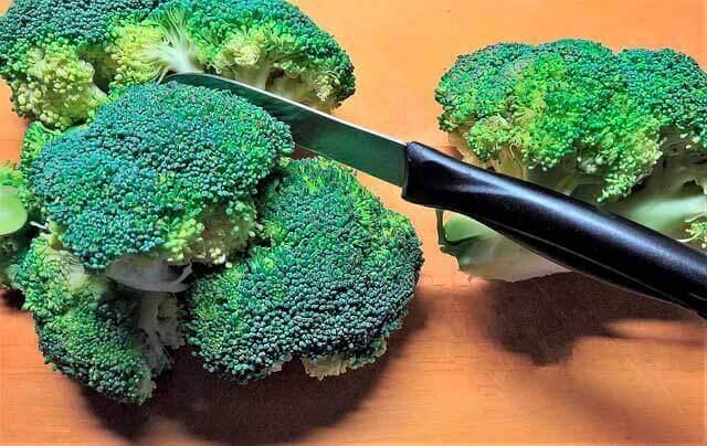 Dor no estômago e cãibras no estômago depois de comer brócolis