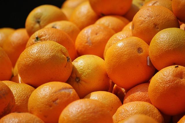 Dor no estômago e frutas cítricas
