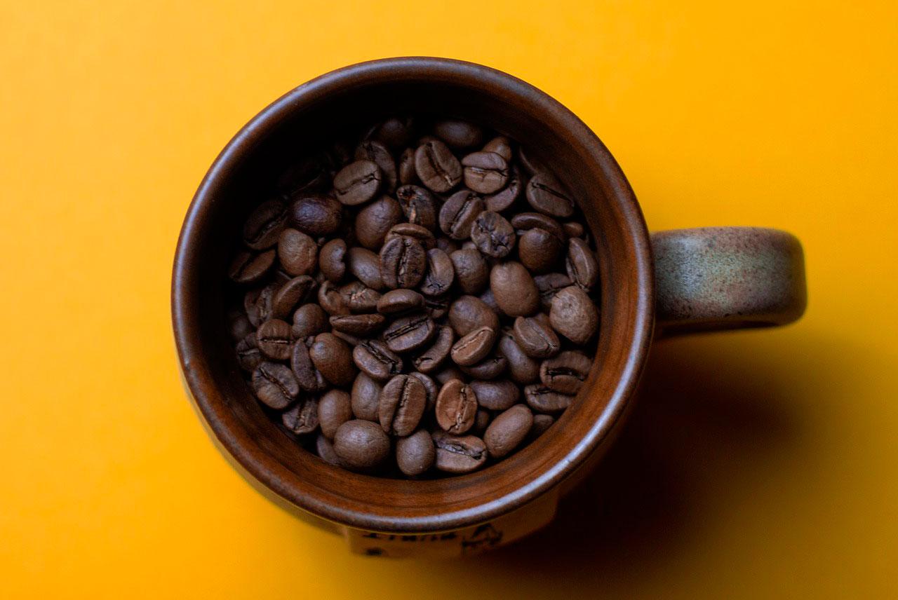 Dor no meio do estômago depois de beber álcool ou cafeína
