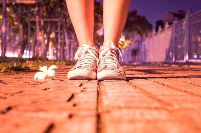 Dor tipo agulhada no pé a noite