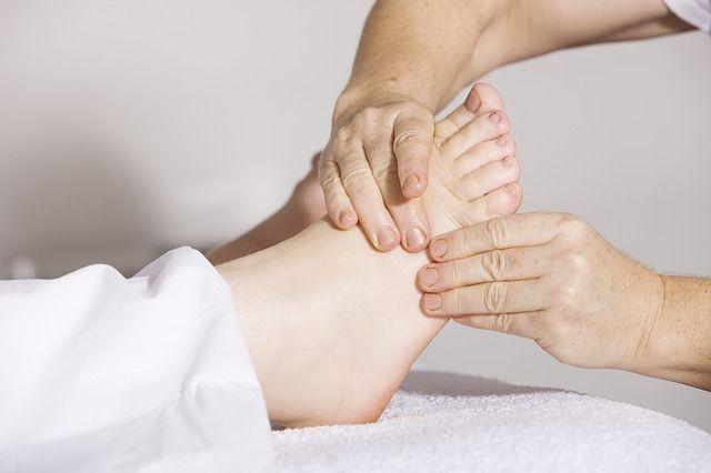 Fisioterapia é uma ótima prática em busca de diminuir as dores nos joelhos
