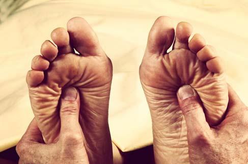 Parestesia - Formigamento nos Pés e Pernas Formigando