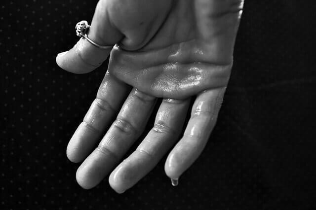 Hematidrose (suor com sangue): Causas e Tratamentos