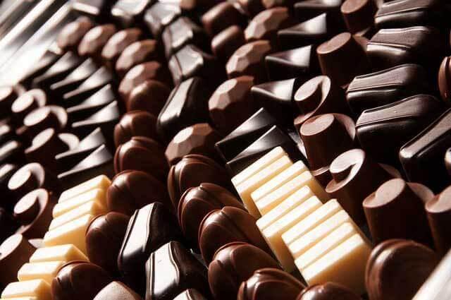 Irritação no estômago depois de comer chocolate