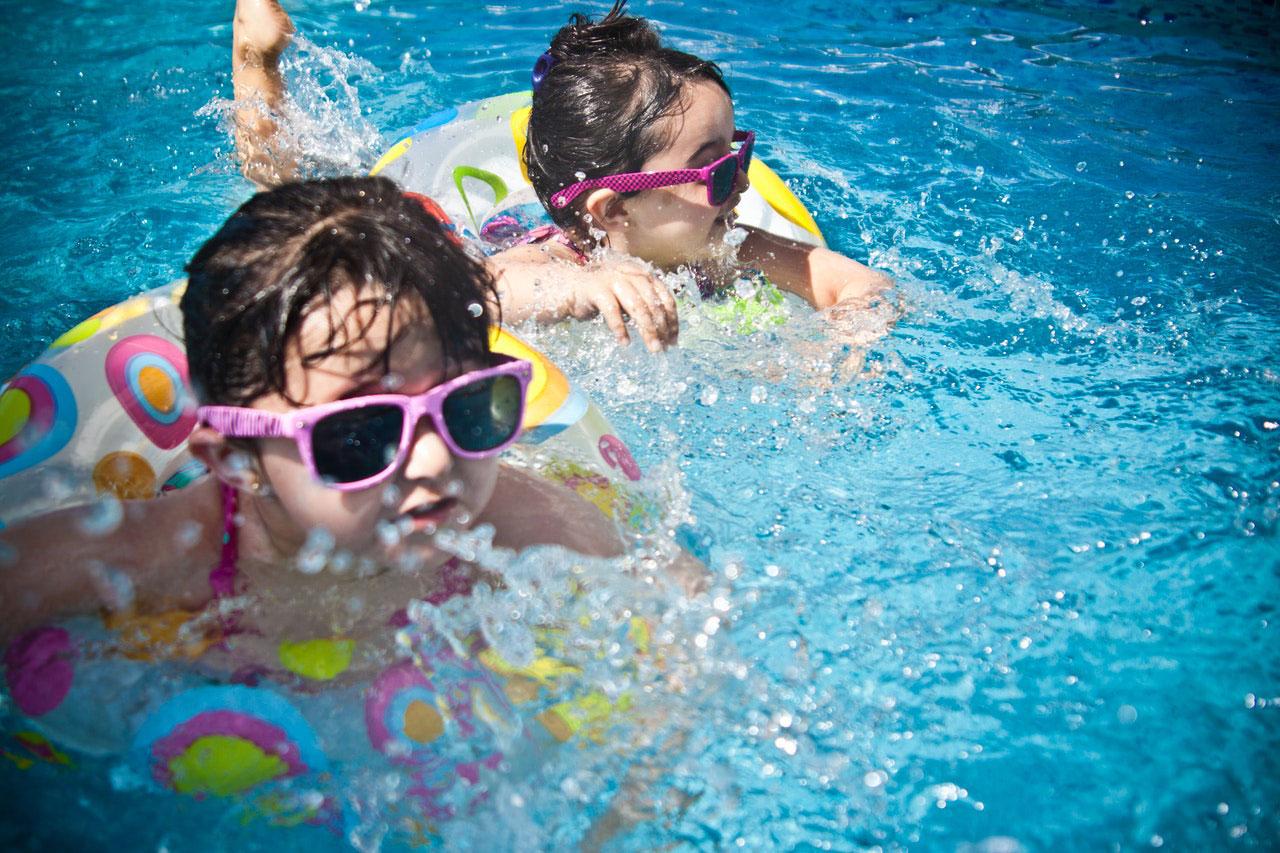 Irritação nos olhos devido à natação