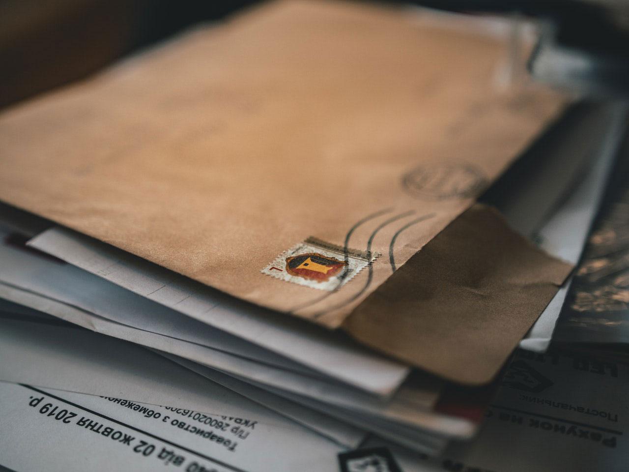 Maneiras de evitar germes no correio e entregas
