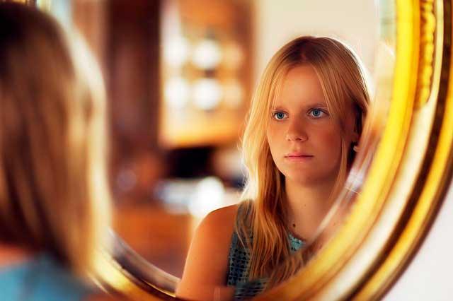 Medo de espelhos ou catoptrofobia | Causas, Sintomas e Fobias