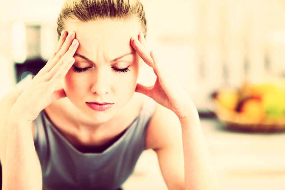 Meningite - Forte dor de cabeça, torcicolo e vômitos