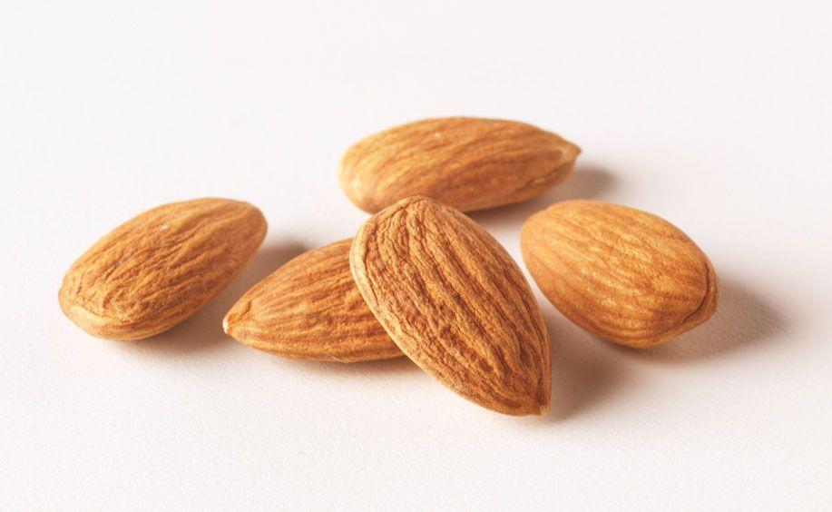 Nozes, amêndoas e outras frutas secas podem ajudar com o Colesterol Alto