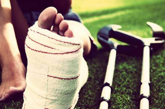 O que é uma entorse? 5 dicas para contusão no tornozelo