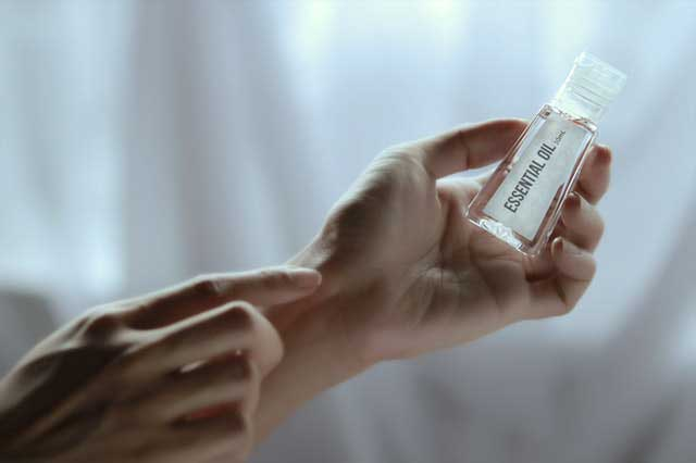 Óleo essencial de sândalo | Usos, Benefícios e Cuidados