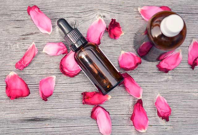 Óleo essencial de rosa | Benefícios, Usos e Cuidados