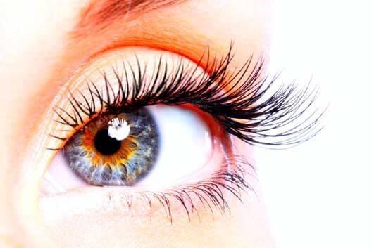 Olho gordo, ou olho com oleosidade? Conheça a Blefarite