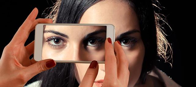 Olho Inchado   Inchaço nos Olhos Causas e Tratamento