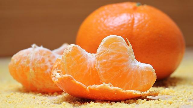 Por que as frutas cítricas podem machucar o meu estômago?