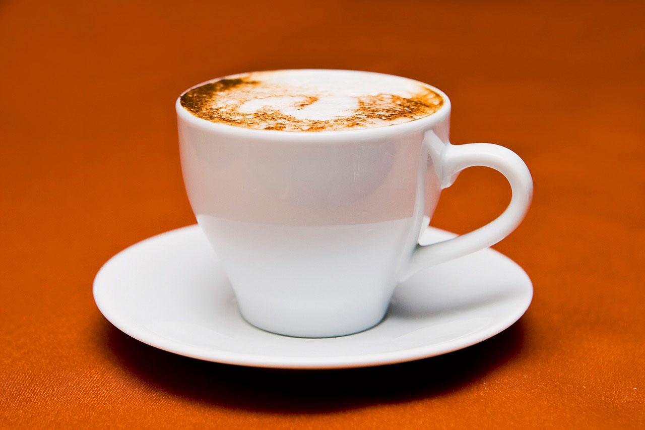 Por que é tão difícil parar com a cafeína?