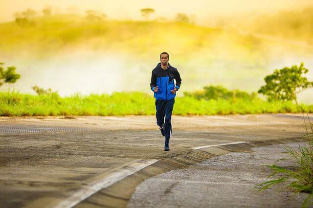 Por que eu arroto tanto enquanto eu corro e como se livrar do arroto?