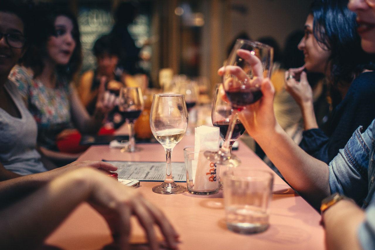 Posso beber vinho se estou tomando anti-histamínico?