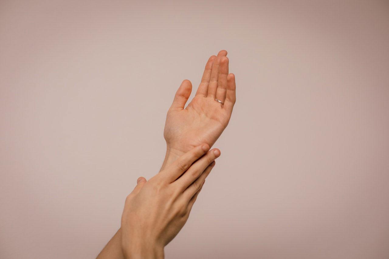 Protuberância e massa na mão e pulso | Cisto benigno a câncer